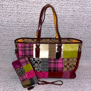 🆕 Coach LE Patchwork Holiday Tote Bag & Wristlet